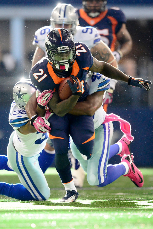 . Ronnie Hillman (21) of the Denver Broncos runs between Barry Church (42) of the Dallas Cowboys and Orlando Scandrick (32) during the second half of the Broncos\' 51-48 win at AT&T Stadium.   (Photo by AAron Ontiveroz/The Denver Post)