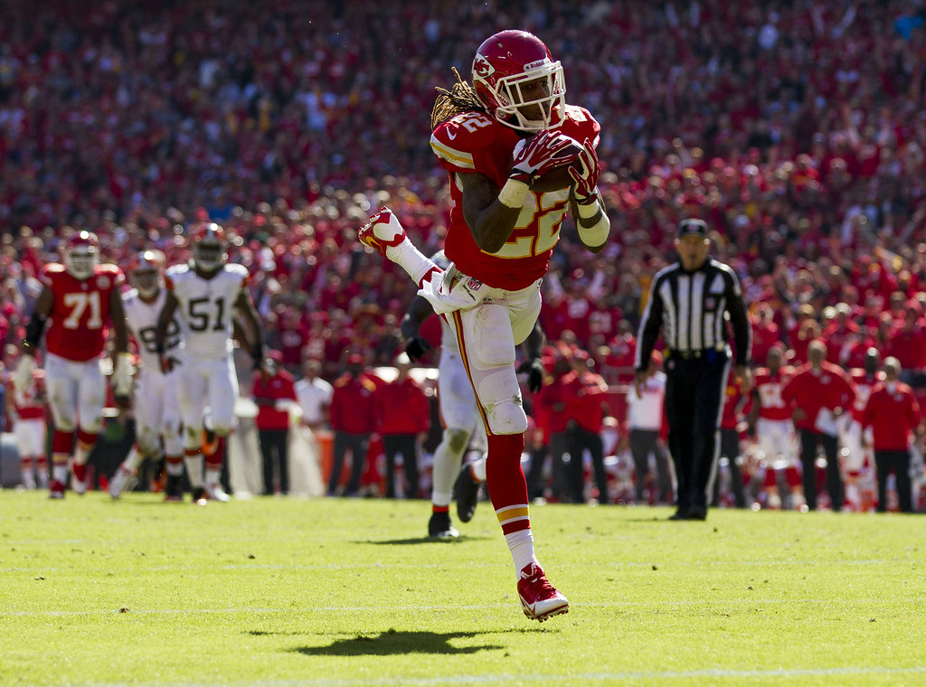 . Running back Jamaal Charles #25 of the Kansas City Chiefs makes a leaping catch into the end zone for a touchdown during the game against the Cleveland Browns at Arrowhead Stadium on October 27, 2013 in Kansas City, Missouri. (Photo by David Welker/Getty Images)
