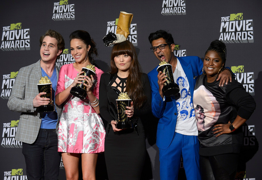 ". Cast members from ""Pitch Perfect\"" pose with their awards for best musical moment backstage at the 2013 MTV Movie Awards in Culver City, California April 14, 2013. From left: Adam Devine, Alexis Knapp, Hana Mae Lee, Utkarsh Ambudkar and Ester Dean.  REUTERS/Phil McCarten"