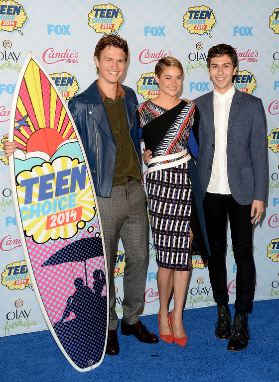 ". (L-R) Actors Ansel Elgort, Shailene Woodley and Nat Wolff pose with the Choice Movie: Drama award for ""The Fault in Our Stars\"" in the press room during FOX\'s 2014 Teen Choice Awards at The Shrine Auditorium on August 10, 2014 in Los Angeles, California.  (Photo by Jason Merritt/Getty Images)"