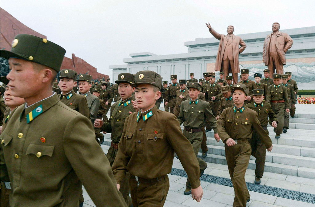 . North Korean soldiers visit the bronze statues of North Korea founder Kim Il-sung (L) and late leader Kim Jong-il at Mansudae in Pyongyang, in this photo taken and provided by Kyodo April 15, 2013, the birthday of Kim Il-sung.   REUTERS/Kyodo