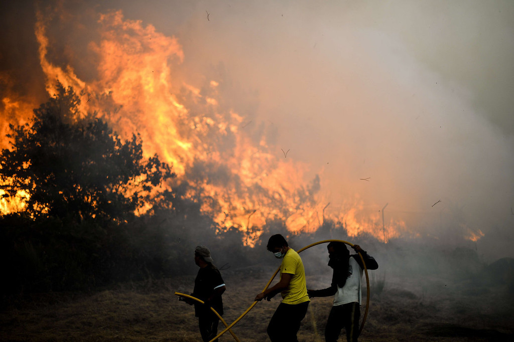 . Locals try to extinguish a wildfire in Caramulo, central Portugal on August 29, 2013. Five Portuguese mountain villages were evacuated overnight as forest fires intensified in the country\'s north and centre, officials said today. As many as 1,400 firefighters were dispatched Thursday to tackle the blaze in the mountains and another raging further north in the national park of Alvao, where 2,000 hectares (4,900 acres) of pine forest have already been destroyed, according to the local mayor.   PATRICIA DE MELO MOREIRA/AFP/Getty Images