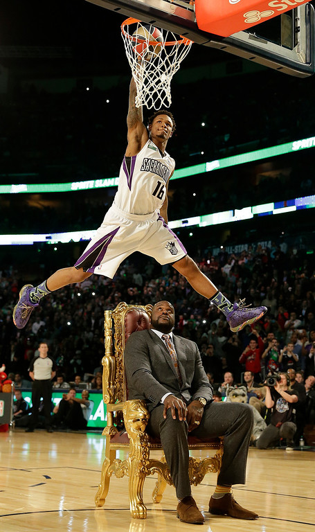 . Ben McLemore of the Sacramento Kings dunks the ball as he flies over former NBA player Shaquille O\'Neal during the skills competition at the NBA All Star basketball game, Saturday, Feb. 15, 2014, in New Orleans. (AP Photo/Gerald Herbert)