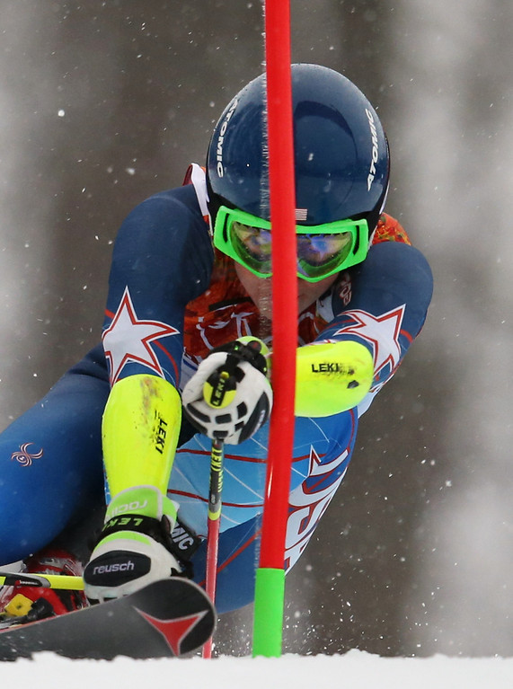 . United States\' Mikaela Shiffrin approaches a gate in the first run of the women\'s giant slalom at the Sochi 2014 Winter Olympics, Tuesday, Feb. 18, 2014, in Krasnaya Polyana, Russia.(AP Photo/Alessandro Trovati)
