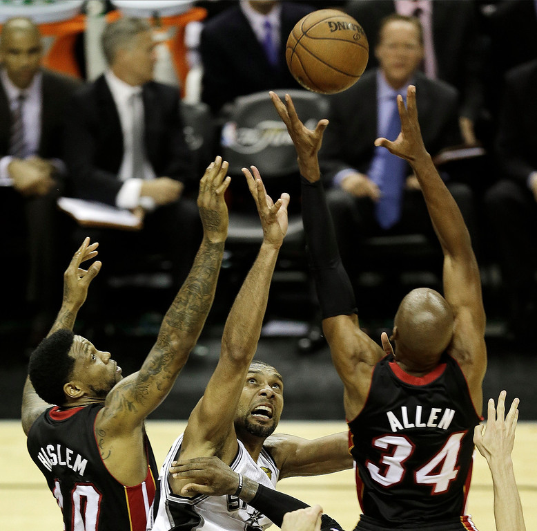 . Miami Heat\'s Udonis Haslem (40) San Antonio Spurs\' Tim Duncan (21) and Ray Allen (34) go after a loose ball during the first half at Game 5 of the NBA Finals basketball series, Sunday, June 16, 2013, in San Antonio. (AP Photo/David J. Phillip)
