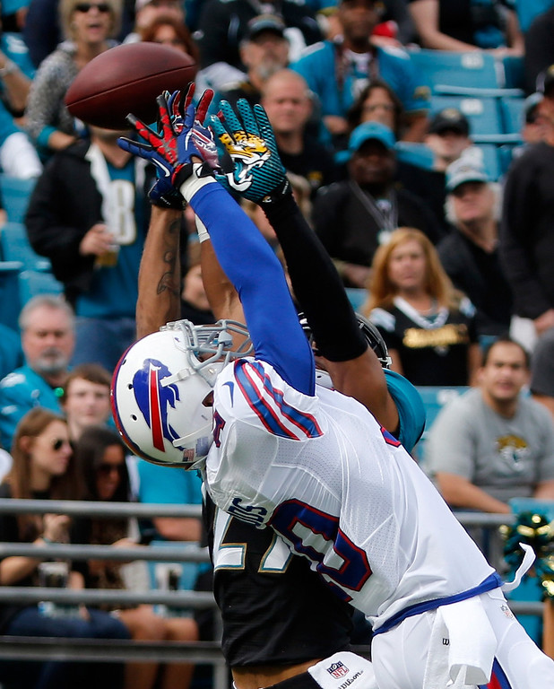 . Robert Woods #10 of the Buffalo Bills attempts a reception against  Dwayne Gratz #27 of the Jacksonville Jaguars during the game at EverBank Field on December 15, 2013 in Jacksonville, Florida.  (Photo by Sam Greenwood/Getty Images)