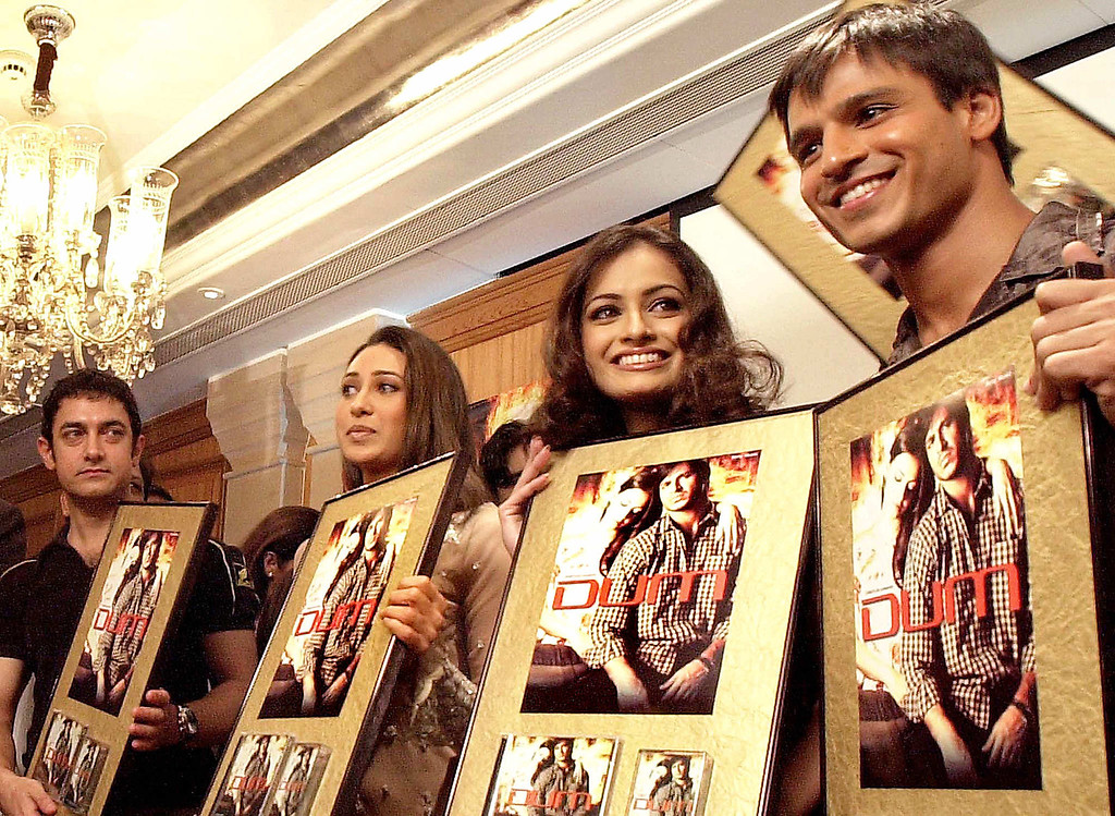 . BOMBAY, INDIA:  Bollywood actors Amir Khan (L), Karishma Kapoor (2nd from L) former miss India Diya Mirza (2nd from R) and actor Vivek Oberoi (R) hold posters of the movie \'DUM\' in Bombay, 29 November 2002 on the occasion of the movie\'s soundtrack release.  Mirza and Oberoi play the lead role in the movie. SEBASTIAN D\'SOUZA/AFP/Getty Images