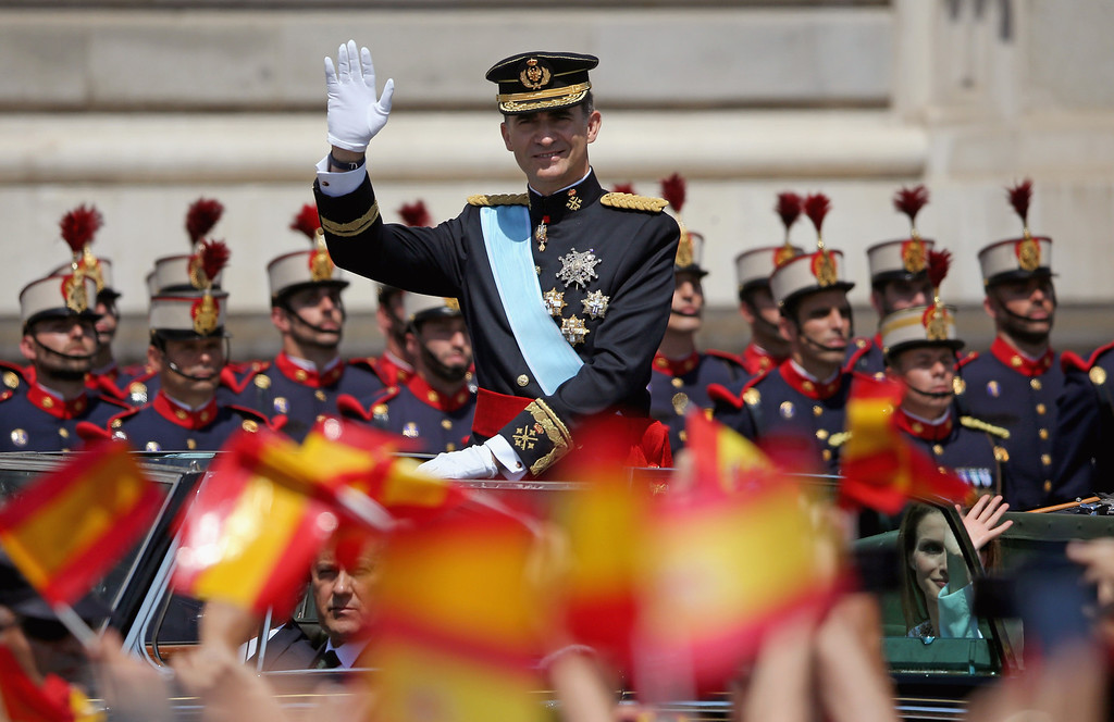 . King Felipe VI  and Queen Letizia of Spain greet crowds of wellwishers as they arrive at the Royal Palace during the King\'s official coronation ceremony on June 19, 2014 in Madrid, Spain.   (Photo by Christopher Furlong/Getty Images)