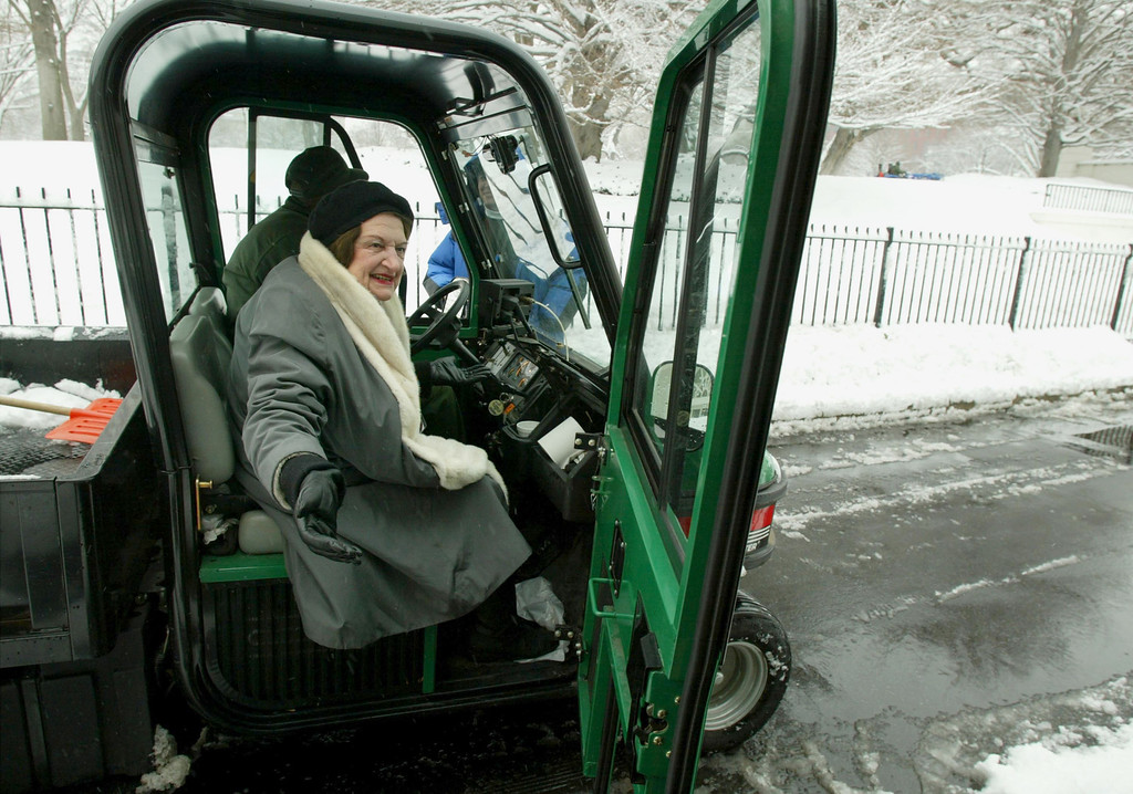 . WASHINGTON - FEBRUARY 7:  White House correspondent Helen Thomas gets out of a utility vehicle after catching a ride from the front gate to the briefing room at the White House February 7, 2003 in Washington, DC. An overnight snowstorm left four-six inches of snow in the Washington, DC area.  (Photo by Mark Wilson/Getty Images)