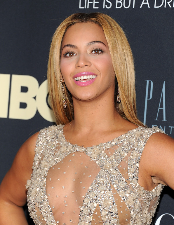 """. Singer Beyonce Knowles attends the premiere of \""""Beyonce: Life Is But A Dream\"""" at the Ziegfeld Theatre on Tuesday, Feb. 12, 2013 in New York. (Photo by Evan Agostini/Invision/AP)"""