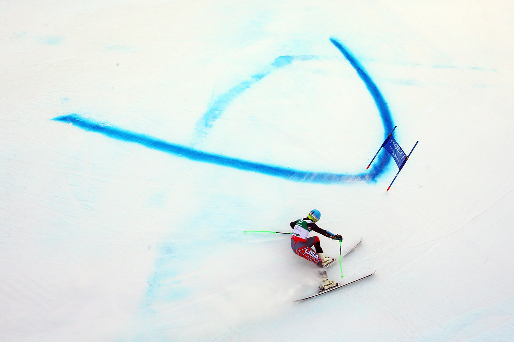 . SCHLADMING, AUSTRIA - FEBRUARY 15:  Ted Ligety of the United States of America skis in the Men\'s Giant Slalom during the Alpine FIS Ski World Championships on February 15, 2013 in Schladming, Austria.  (Photo by Alexander Hassenstein/Getty Images)