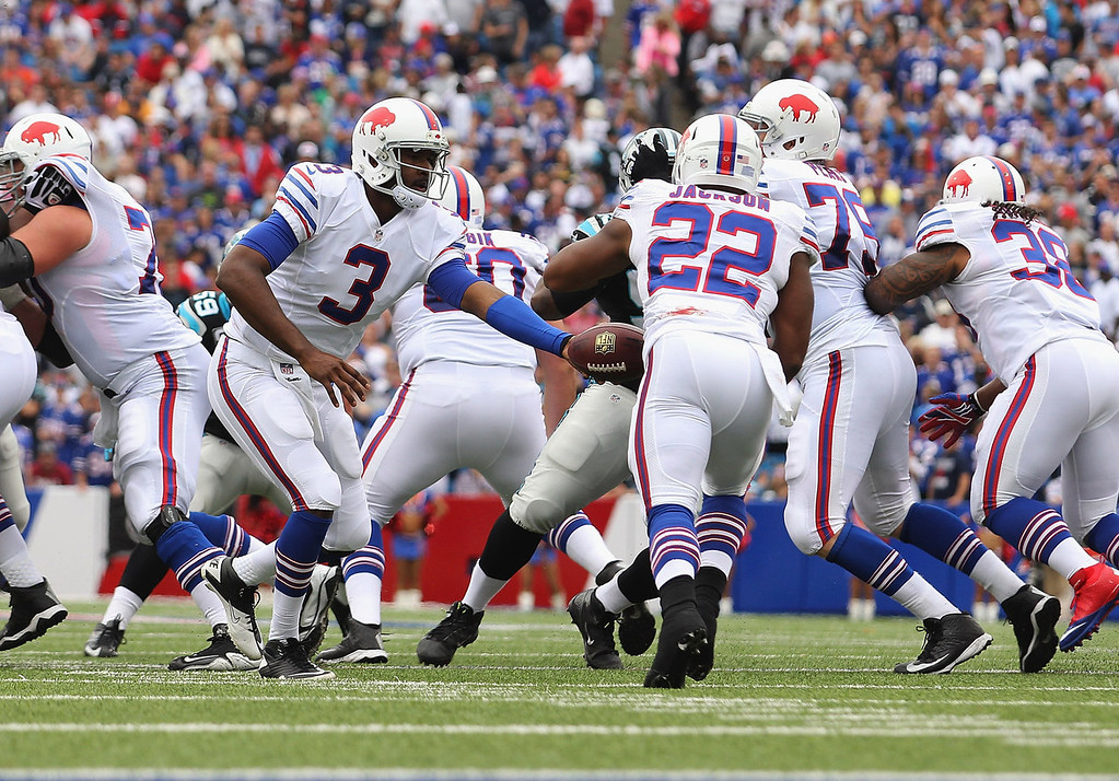 . EJ Manuel #3 of the Buffalo Bills hands off to  Fred Jackson #22 of the Buffalo Bills at Ralph Wilson Stadium on September 15, 2013 in Orchard Park, New York.  (Photo by Rick Stewart/Getty Images)