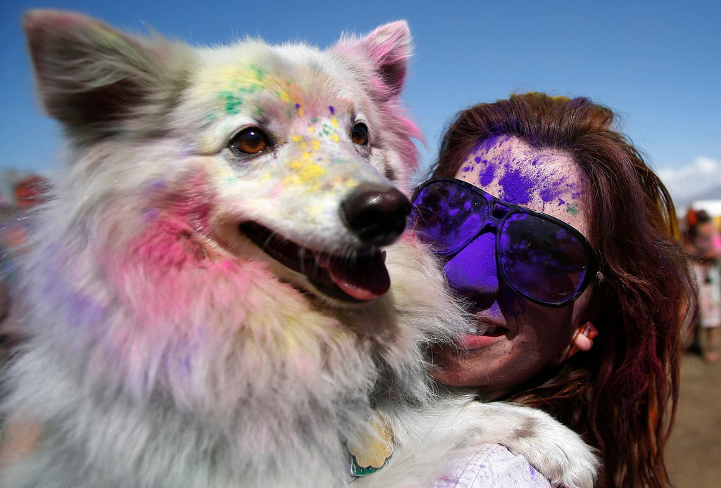 . Yeganeh Lari holds her dog Charlie covered in colored chalk, during the Holi Festival of Colors at the Sri Sri Radha Krishna Temple in Spanish Fork, Utah, March 30, 2013.REUTERS/Jim Urquhart