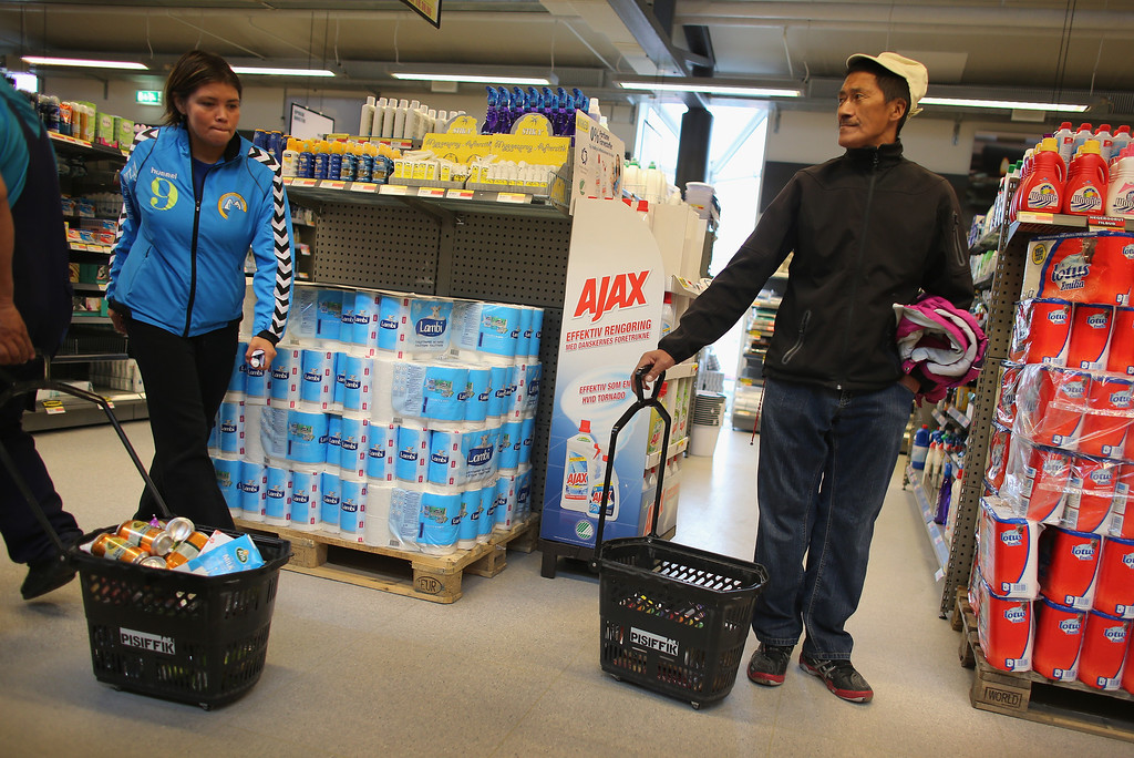 . People shop in a grocery store on July 26, 2013 in Ilulissat, Greenland.  (Photo by Joe Raedle/Getty Images)