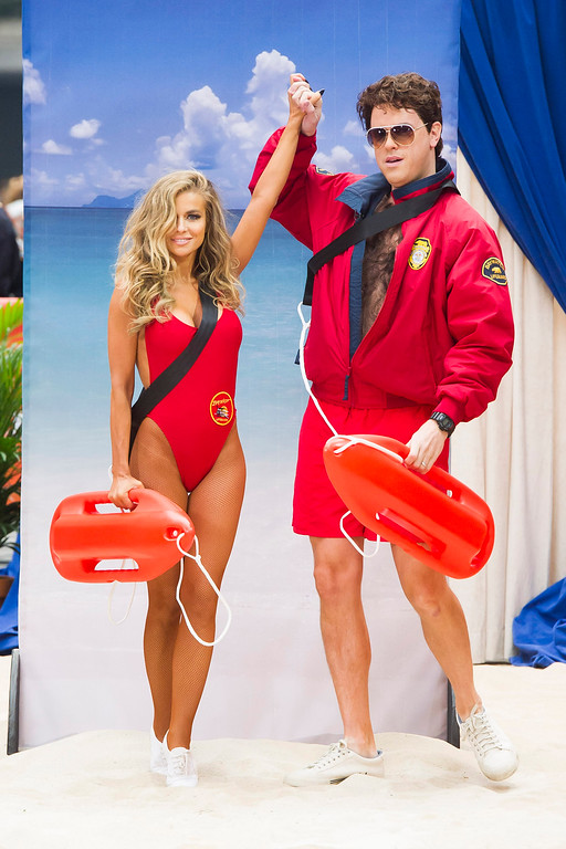 """. Former \""""Baywatch\"""" star Carmen Electra poses with Willie Geist dressed as David Hasselhoff\'s character Mitch Buchannon, on NBC\'s \""""Today\"""" Halloween show on Thursday, Oct. 31, 2013 in New York. (Photo by Charles Sykes/Invision/AP)"""