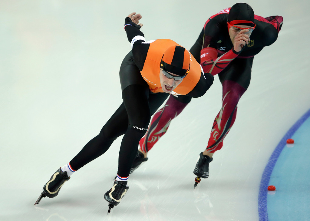 . Bob de Jong of the Netherlands laps Alexej Baumgaertner of Germany in the penultimate lap during the men\'s 10,000-meter speedskating race at the Adler Arena Skating Center during the 2014 Winter Olympics in Sochi, Russia, Tuesday, Feb. 18, 2014. (AP Photo/Patrick Semansky)