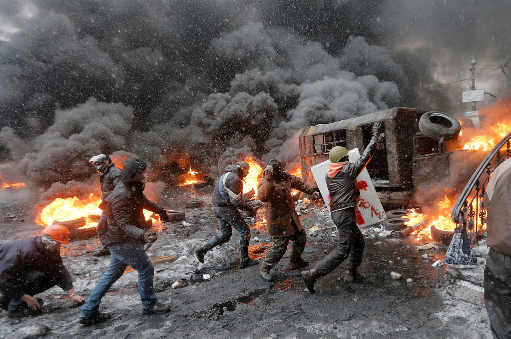 . Protesters clash with police in central Kiev, Ukraine, Wednesday, Jan. 22, 2014. Three people have died in clashes between protesters and police in the Ukrainian capital Wednesday, according to medics on the site, in a development that will likely escalate Ukraine\'s two month-long political crisis. The mass protests in the capital of Kiev erupted after Ukrainian President Viktor Yanukovych spurned a pact with the European Union in favor of close ties with Russia, which offered him a $15 billion bailout. (AP Photo/Efrem Lukatsky)