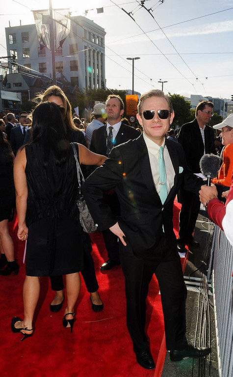 . British actor Martin Freeman, who plays the character Bilbo Baggins, poses on the red carpet at the world premiere of \'The Hobbit - An Unexpected Journey\' in Wellington November 28, 2012.  New Zealand\'s capital city was taken over by pointy-eared, costumed Hobbit fans on Wednesday, many of whom camped overnight to grab the best spots for the red carpet world premiere of the film later in the day. REUTERS/Mark Coote
