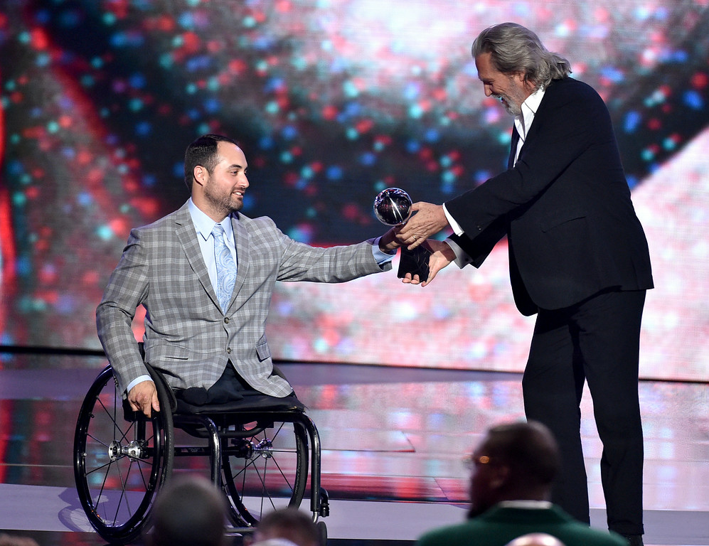 . Olympic sledge hockey player Josh Sweeney accepts the Pat Tillman award from Jeff Bridges for service at the ESPY Awards at the Nokia Theatre on Wednesday, July 16, 2014, in Los Angeles. (Photo by John Shearer/Invision/AP)