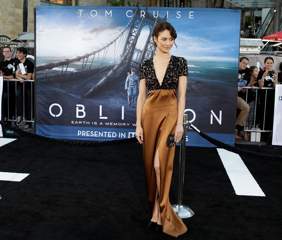""". Actress Olga Kurylenko poses at the premiere of her new film Oblivion\"""" in Hollywood April 10, 2013.    REUTERS/Fred Prouser"""
