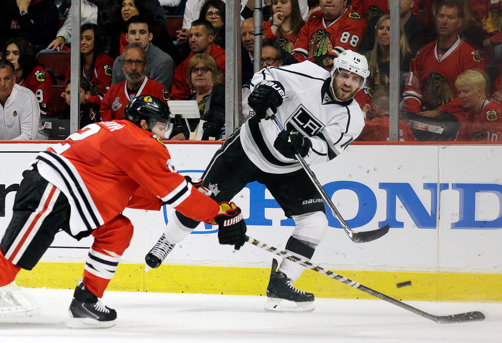 . Los Angeles Kings center Mike Richards (10) keeps the puck away from Chicago Blackhawks defenseman Duncan Keith (2) during a power play in the first period in Game 5 of the Western Conference finals in the NHL hockey Stanley Cup playoffs Wednesday, May 28, 2014, in Chicago. (AP Photo/Nam Y. Huh)