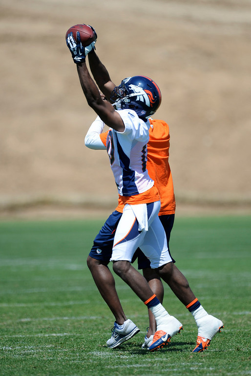. Denver Broncos Emmanuel Sanders (10) catches a pass during OTAs June 12, 2014 at Dove Valley. (Photo by John Leyba/The Denver Post)
