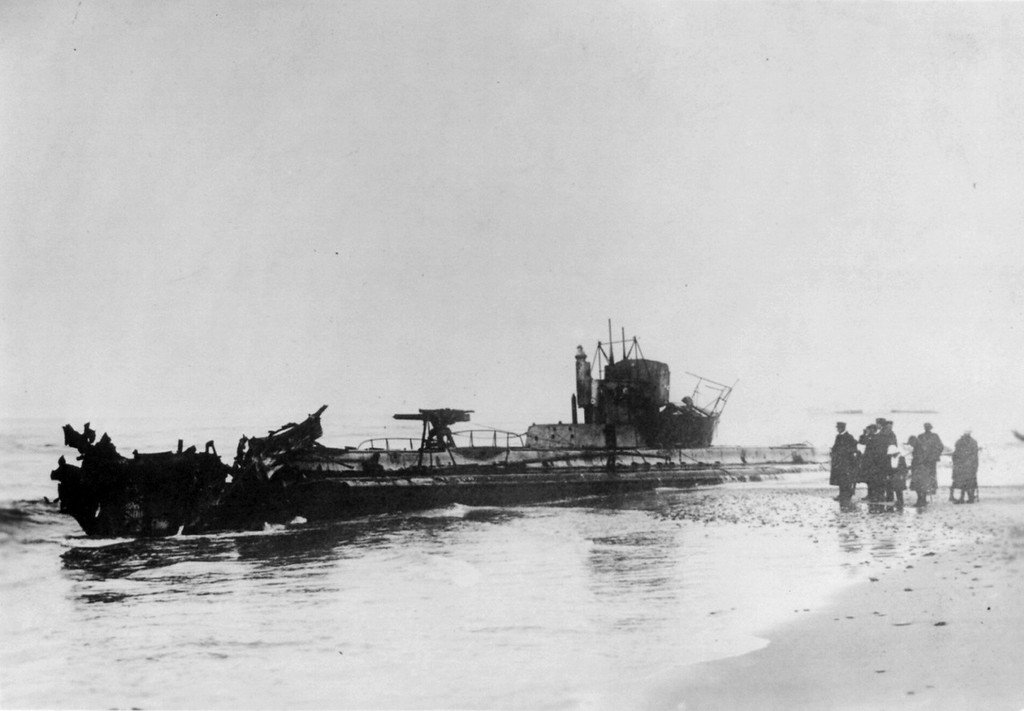 . German submarine U20, on Danish coast, said to be the one that sank the LUSITANIA between 1914 and 1919. Library of Congress