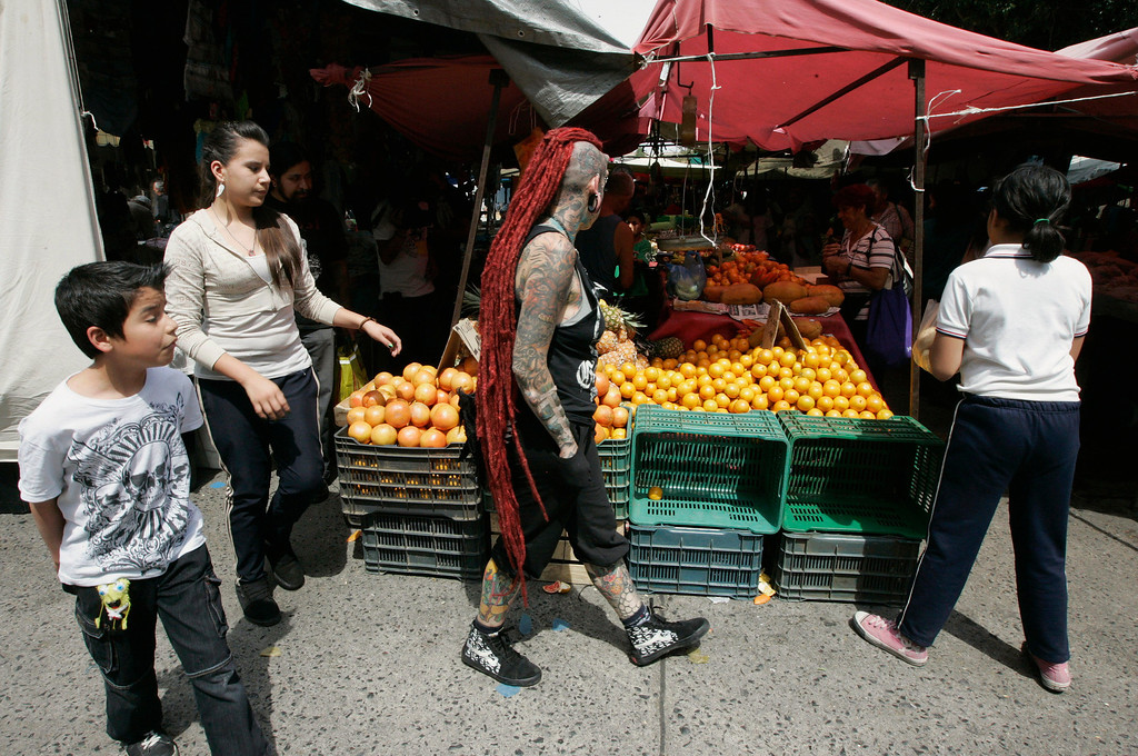 . Maria Jose Cristerna goes shopping with her children (L-R) Samael, Silvana and Samantha at a farmer\'s market in Guadalajara February 29, 2012. REUTERS/Alejandro Acosta