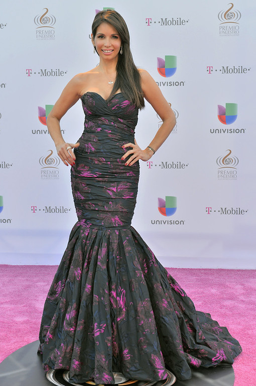 ". Giselle Blondet arrives at the 25th Anniversary Of Univision\'s ""Premio Lo Nuestro A La Musica Latina\"" on February 21, 2013 in Miami, Florida.  (Photo by Gustavo Caballero/Getty Images for Univision)"