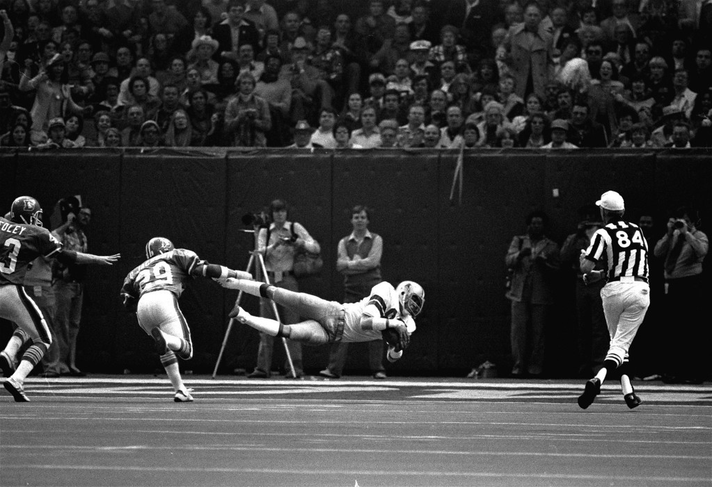 . Dallas Cowboys wide receiver Butch Johnson (86) hauls in a long pass from Roger Staubach for a touchdown score against the Denver Broncos in the  third quarter in Super Bowl XII in New Orleans.  Defending on the play is Denver safety Bernard Jackson (29).  Dallas won 27-10. (AP Photo/stf)