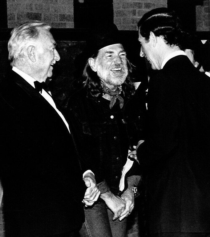 . Prince Charles, right, meets Texas musician Willie Nelson, center, and former anchorman Walter Cronkite prior to Nelson\'s concert Thursday night in Austin, Texas, Feb. 20, 1986.  (AP Photo/Bob Daemmrich)