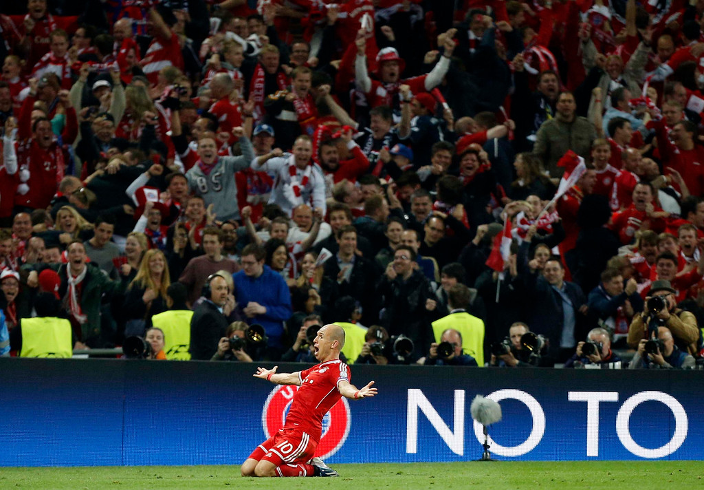 . Bayern\'s Arjen Robben of the Netherlands, celebrates scoring the winning goal, during the Champions League Final soccer match between Borussia Dortmund and Bayern Munich at Wembley Stadium in London, Saturday May 25, 2013.  (AP Photo/Jon Super)