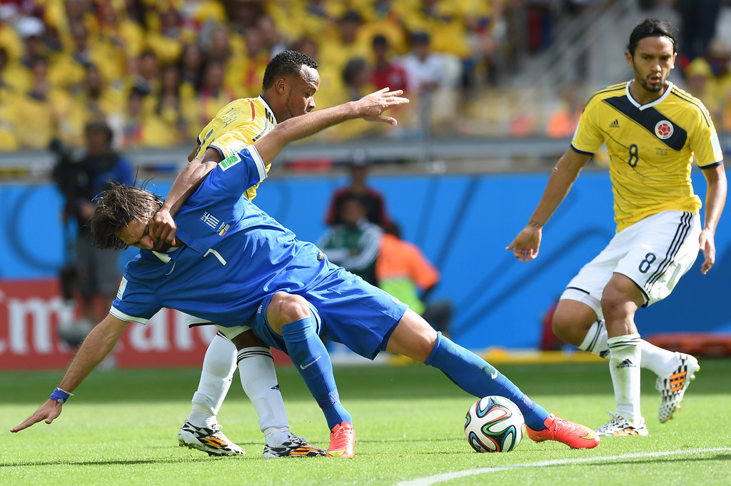 . Greece\'s forward Georgios Samaras (L) in action against Colombia\'s defender Camilo Zuniga during a group C football match between Colombia and Greece at the Mineirao Arena in Belo Horizonte during the 2014 FIFA World Cup on June 14, 2014.  AFP PHOTO / PEDRO UGARTE
