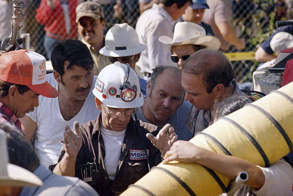 . David Lilly, an official from the U.S. Bureau of Mines in Carlsbad, N.M., demonstrates to rescue workers the procedure he wishes them to take in their attempt to rescue 18-month-old Jessica McClure in Midland, Texas, Oct. 16, 1987. Jessica fell 22 feet in an abandoned water well on Wednesday. (AP Photo/Carlos Osorio)