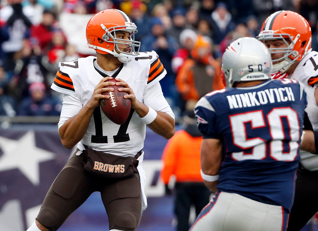 . Cleveland Browns quarterback Jason Campbell (17) looks for a receiver over New England Patriots defensive end Rob Ninkovich (50) in the first quarter of an NFL football game Sunday, Dec. 8, 2013, in Foxborough, Mass. (AP Photo/Elise Amendola)