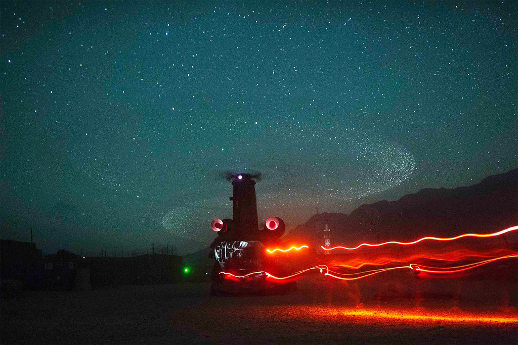 . Paratroopers from Chosen Company of the 3rd Battalion (Airborne), 509th Infantry board a waiting CH-47 Chinook helicopter as they begin a helicopter assault mission at Combat Outpost Herrera in Afghanistan\'s Paktiya Province July 15, 2012.  REUTERS/Lucas Jackson