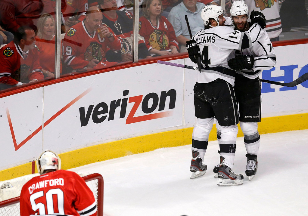 . Los Angeles Kings\' Dwight King (R) celebrates his goal on Chicago Blackhawks goalie Corey Crawford (L) with teammate Justin Williams during the second period in Game 5 of their NHL Western Conference final hockey playoff series in Chicago, Illinois, June 8, 2013. REUTERS/Jim Young