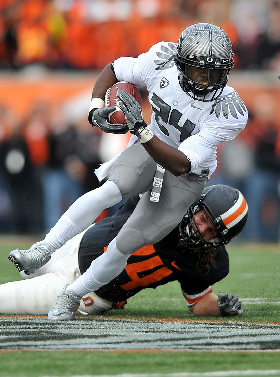 . Running back Kenjon Barner #24 of the Oregon Ducks runs with the ball in the second quarter of the game against the the Oregon State Beavers at Reser Stadium on December 4, 2010 in Corvallis, Oregon. The Ducks beat the Beavers 37-20 to go on the BCS Championship game on January 10, 2011. (Photo by Steve Dykes/Getty Images)