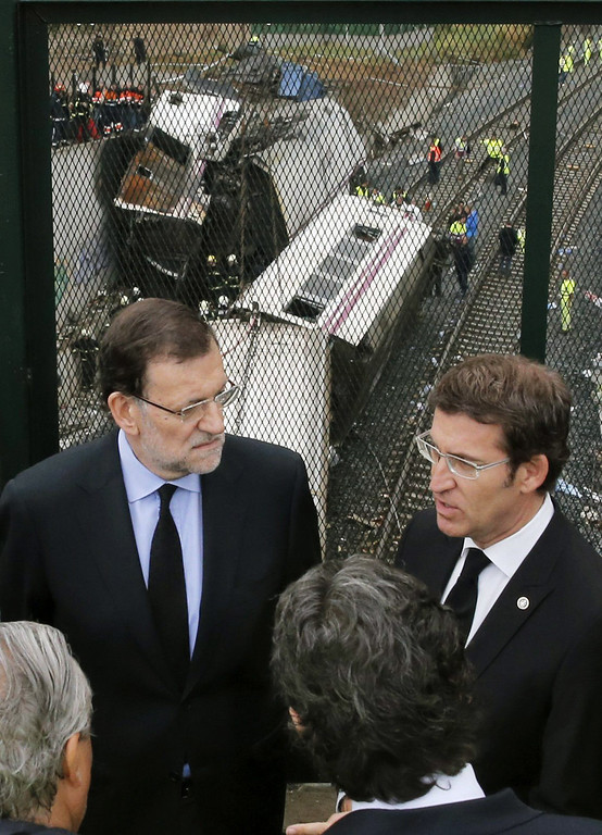 . Spanish Prime Minister Mariano Rajoy (L) and Galicia\'s regional President Alberto Nunez Feijoo (R) visit the site of a train accident near the city of Santiago de Compostela on July 25, 2013.  AFP PHOTO / POOL / LAVANDEIRA  JR/AFP/Getty Images
