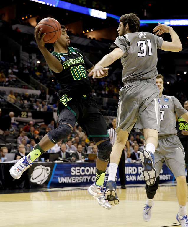 . Baylor\'s Royce O\'Neale (00) looks to pass the ball as Creighton\'s Will Artino (31) defends during the second half of a third-round game in the NCAA college basketball tournament Sunday, March 23, 2014, in San Antonio. Baylor won 85-55. (AP Photo/David J. Phillip)