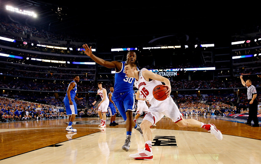 . ARLINGTON, TX - APRIL 05: Sam Dekker #15 of the Wisconsin Badgers drives to the basket as Julius Randle #30 of the Kentucky Wildcats defends during the NCAA Men\'s Final Four Semifinal at AT&T Stadium on April 5, 2014 in Arlington, Texas.  (Photo by Tom Pennington/Getty Images)