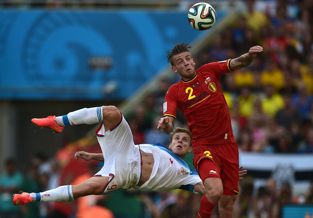 . Belgium\'s defender Toby Alderweireld (R) heads the ball past Russia\'s forward Alexander Kokorin during the Group H football match between Belgium and Russia at The Maracana Stadium in Rio de Janeiro on June 22, 2014, during the 2014 FIFA World Cup.  AFP PHOTO / GABRIEL BOUYS