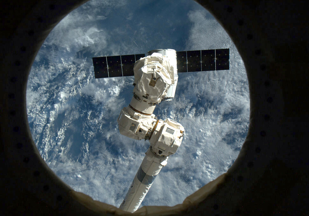 . This NASA image form video shows the SpaceX capsule Dragon about to be captured by the Canada Arm at the the International Space Staion(ISS) on March 3, 2013. The privately-owned unmanned US space capsule owned by SpaceX arrived at the International Space Station on Sunday, bringing to the space outpost food, scientific materials and other crucial equipment. The capsule named Dragon was captured -- with the help of a robotic arm - by NASA Expedition 34 Commander Kevin Ford and Flight Engineer Tom Marshburn, 5:31 am EST (1031 GMT), when the ISS was over northern Ukraine, US space officials said.   AFP PHOTO/HANDOUT/ NASA  / Chris Hadfield