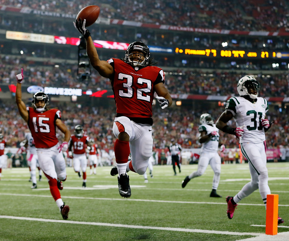 . Running back Jacquizz Rodgers #32 of the Atlanta Falcons scores his second touchdown of the game against the New York Jets during their game at the Georgia Dome on October 7, 2013 in Atlanta, Georgia.  (Photo by Kevin C. Cox/Getty Images)