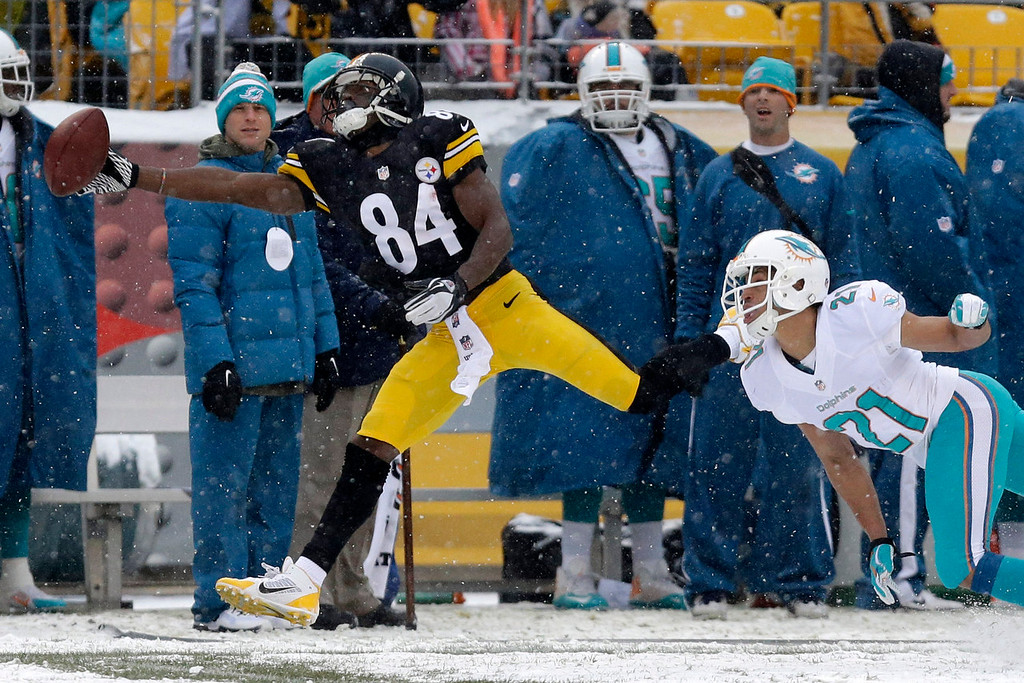 . Pittsburgh Steelers wide receiver Antonio Brown (84) is unable to reach a pass from Pittsburgh Steelers quarterback Ben Roethlisberger (7) with Miami Dolphins cornerback Brent Grimes (21) defending during the first half of an NFL football game in Pittsburgh, Sunday, Dec. 8, 2013. (AP Photo/Tom E. Puskar)