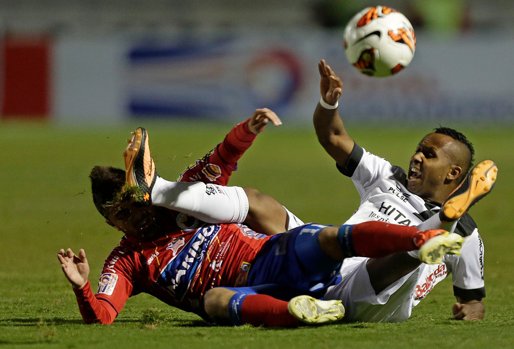 . In this Wednesday, Sept. 25, 2013 photo, Chiquinho of Brazil\'s Ponte Preta, right, fights for a ball with Juan Sebastian Villota of Colombia\'s Deportivo Pasto, at a Copa Sudamericana soccer match in Campinas, Brazil. Ponte Preta defeated Deportivo Pasto 2-0 in the first leg of the knockout stages of the Copa Sudamericana. (AP Photo/Andre Penner)