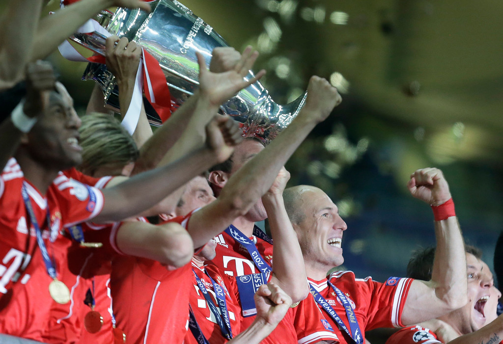 . Bayern\'s Arjen Robben of the Netherlands, right, celebrates winning the Champions League Final soccer match between  Borussia Dortmund and Bayern Munich at Wembley Stadium in London, Saturday May 25, 2013. (AP Photo/Alastair Grant)