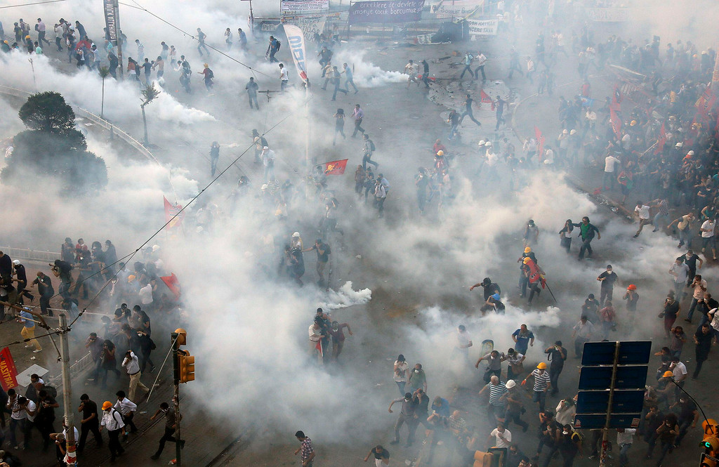 . Protesters disperse as riot polic REUTERS/Yannis Behrakis