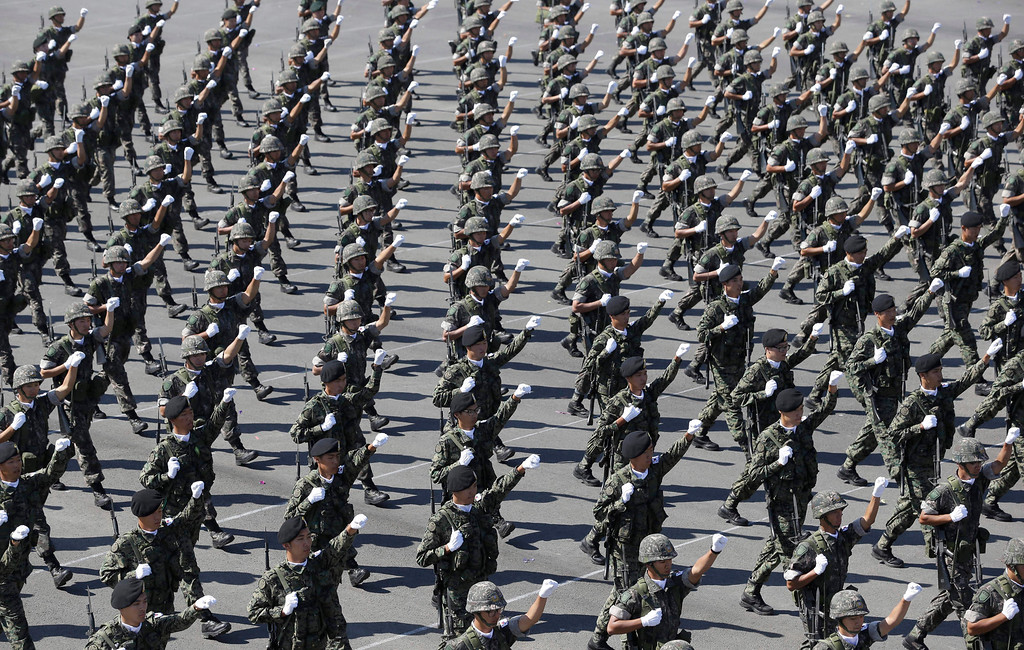. South Korean soldiers march during the media day for the 65th anniversary of Armed Forces Day at Seoul military airport in Seongnam, South Korea, Friday, Sept. 27, 2013.   (AP Photo/Lee Jin-man)