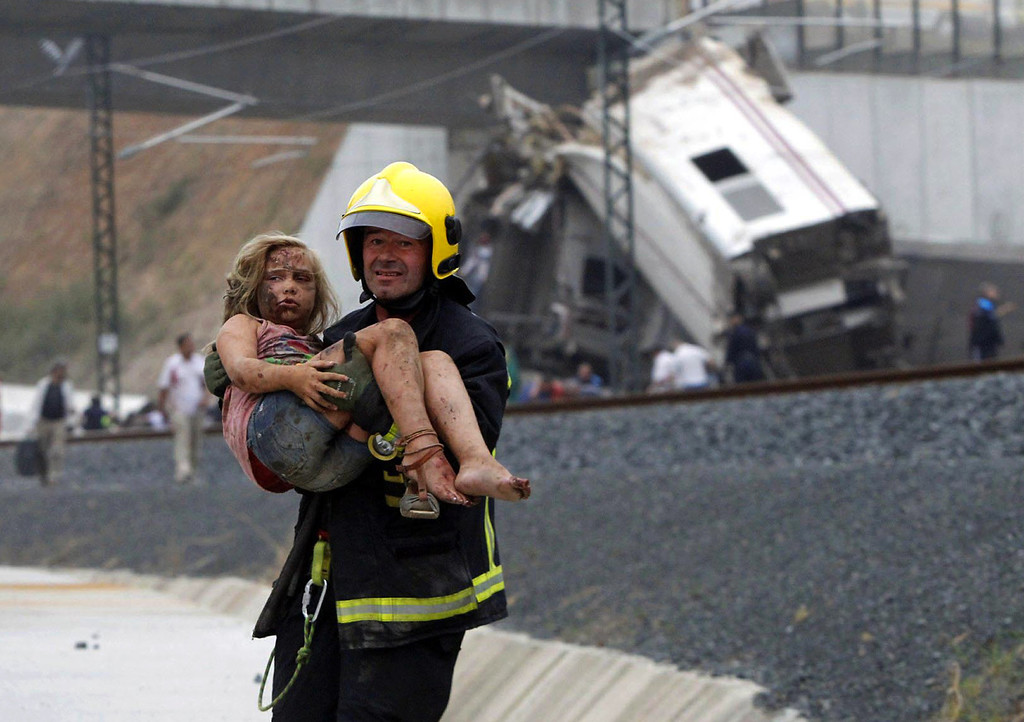 . A picture taken on July 24, 2013 shows a fireman carrying an injured young girl following a train accident near the city of Santiago de Compostela.  AFP PHOTO / LA VOZ DE GALICIA / XOAN A. SOLER / MONICA FERREIROSXOAN A. SOLER,MONICA FERREIROS/AFP/Getty Images